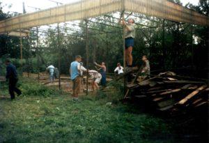 Budowa wiaty – lato 1998r.